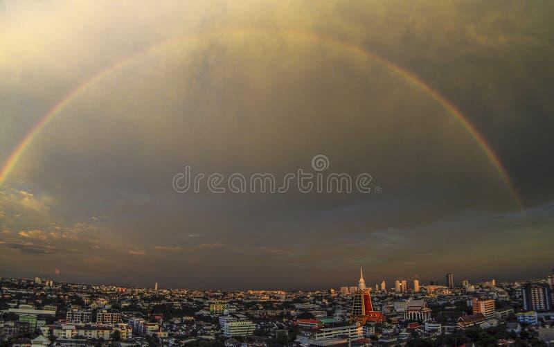 Радуга над Бангкоком стоковое фото rf