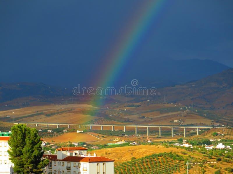 Радуга над долиной стоковые фотографии rf