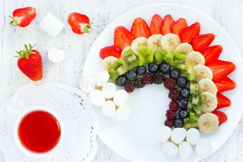 Радуга ягоды плодоовощ, десерт лета для детей стоковая фотография