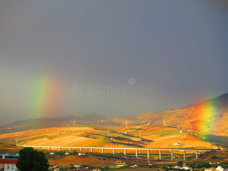 2 радуги над долиной стоковое изображение