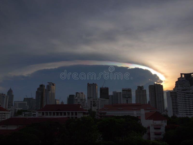 Радужное облако захода солнца стоковое изображение