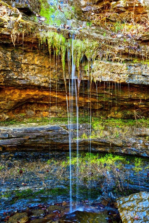 Радужные цвета в природном источнике стоковая фотография rf