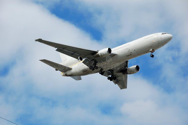 реактивный грузовой самолет неотмеченный стоковые фото