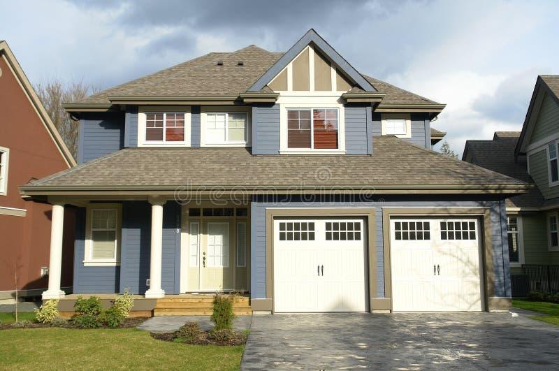 реальное домашней дома имущества новое стоковое изображение rf