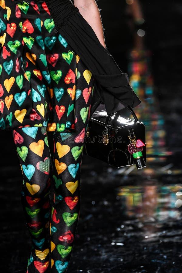 Ребекка Leigh Longendyke идет взлетно-посадочная дорожка на собрание Пре-падения 2019 Versace стоковые фото