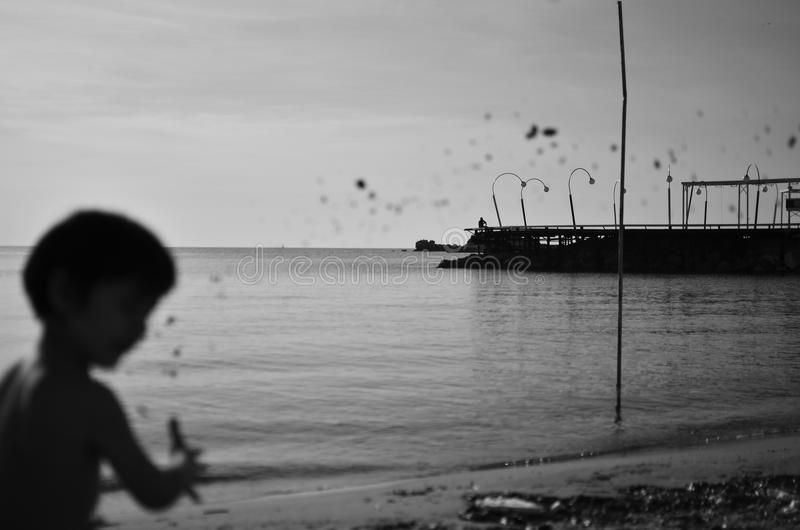 Ребенк и песок стоковые фото