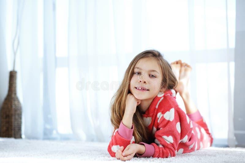 Ребенок в пижамах стоковое изображение rf