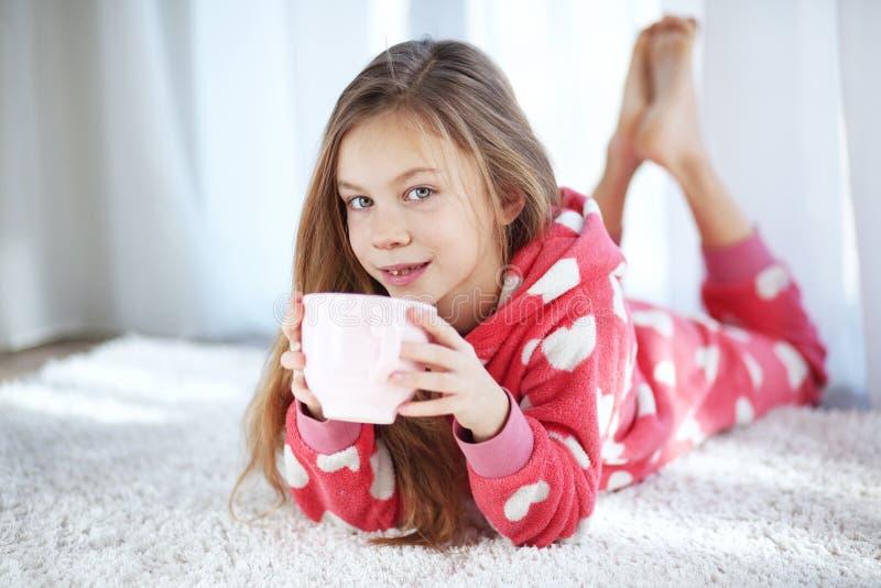 Ребенок в пижамах стоковое фото rf
