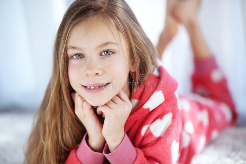 Ребенок в пижамах стоковая фотография