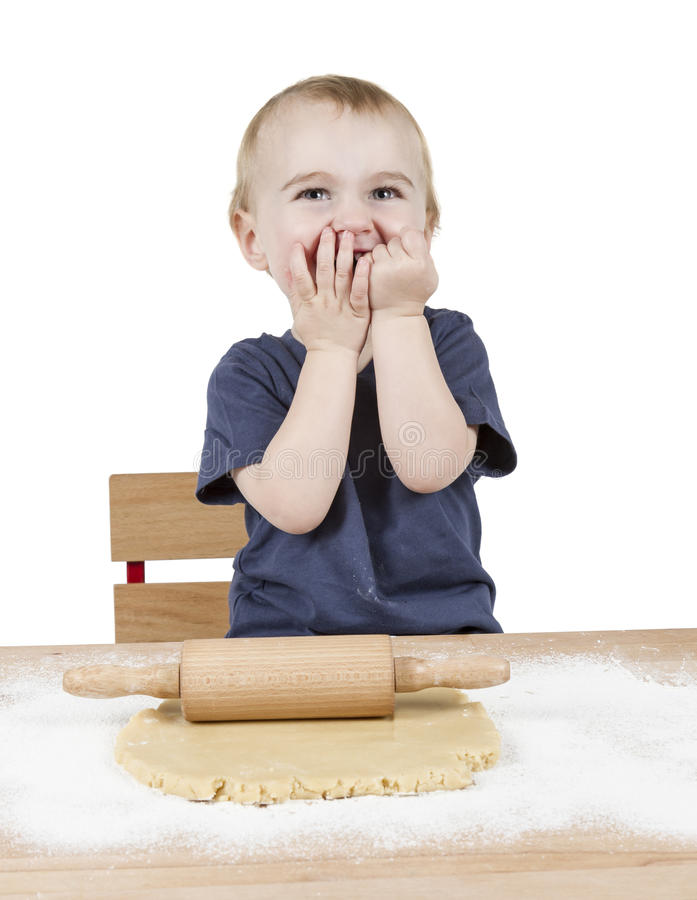 Ребенок делая печенья стоковые фото