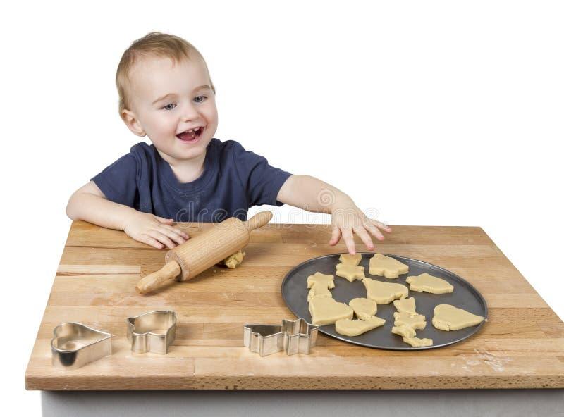 Ребенок делая печенья стоковая фотография