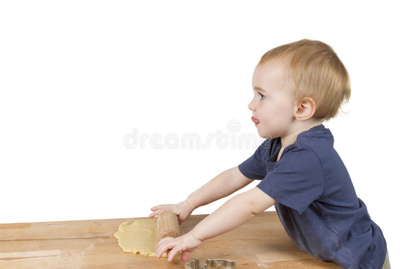 Ребенок делая печенья стоковые фотографии rf