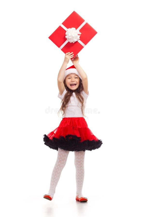 Ребенок держа подарочную коробку рождества в руке изолировано стоковые фото