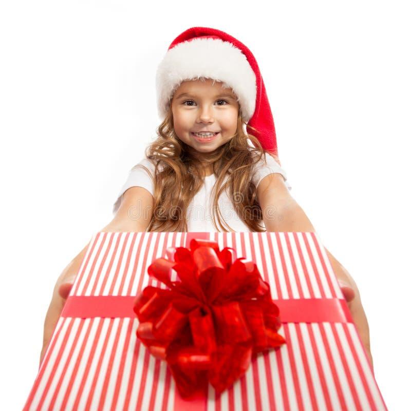 Ребенок держа подарочную коробку рождества в руке изолировано стоковое изображение