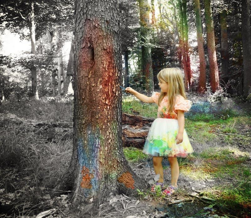 Ребенок искусства крася черно-белый лес стоковые изображения rf