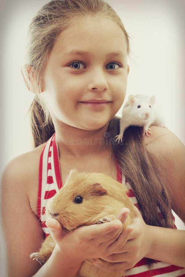 Ребенок и грызуны стоковые изображения rf