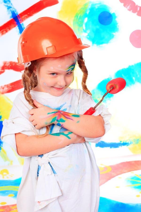 ребенок наслаждаясь ее картиной стоковые изображения rf