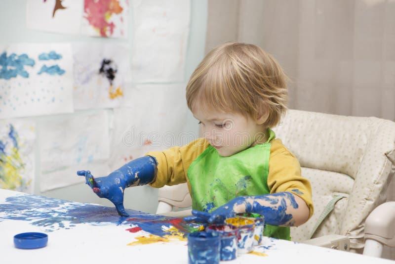 ребенок рисует стоковые изображения rf