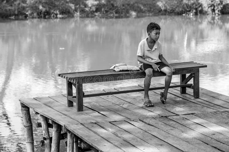 ребенок сиротливый стоковое фото