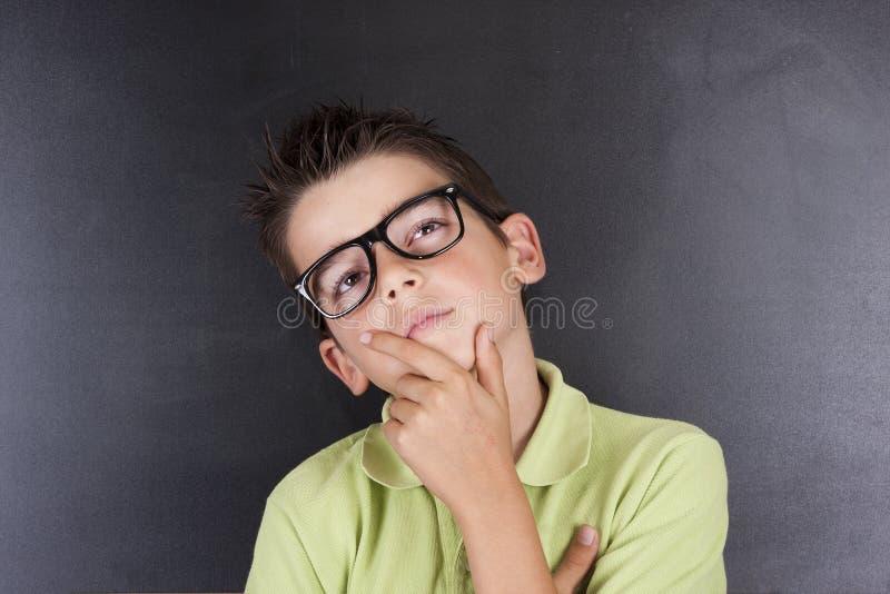 Ребенок с задумчивым выражением стоковая фотография rf