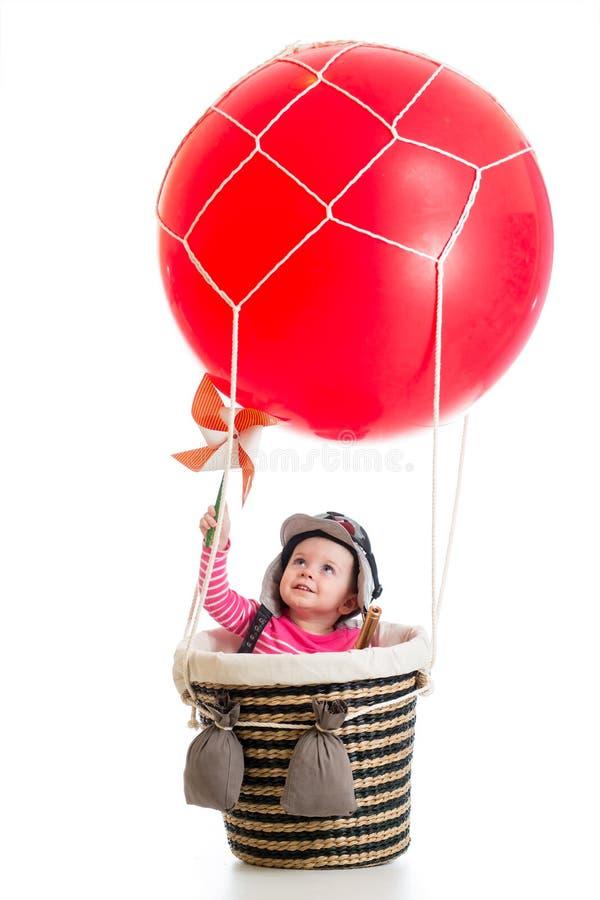 Ребенок с пилотной шляпой на горячем воздушном шаре стоковые фото
