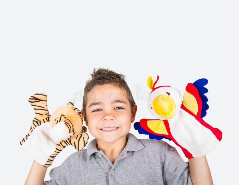 ребенок с плюшем марионеток стоковые фото