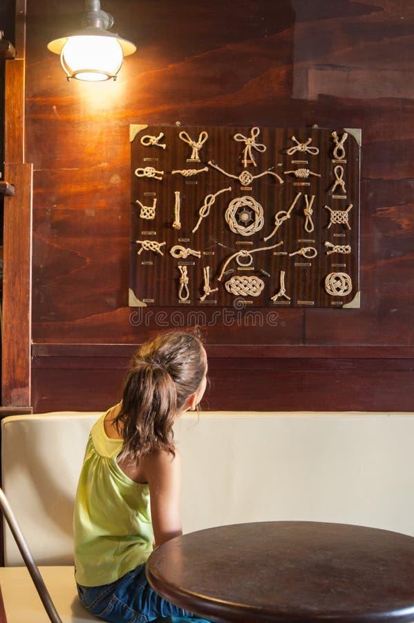 Ребенок, таблица морских узлов стоковые изображения