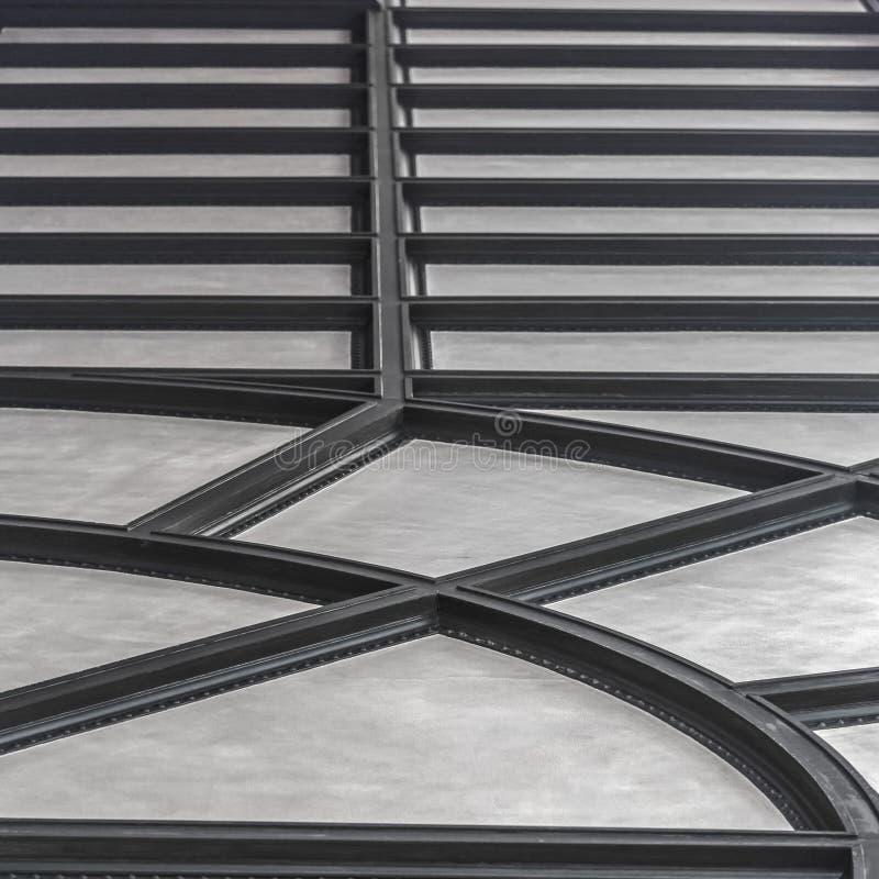 Ребристый потолок с радиальной и горизонтальной картиной стоковые изображения