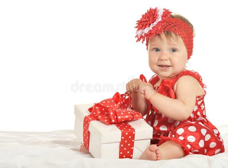 Ребёнок в платье с подарком стоковое изображение rf