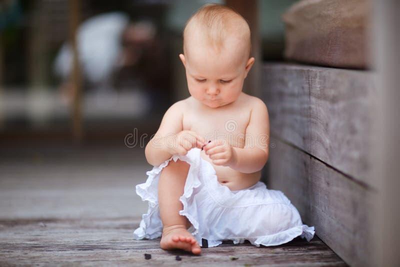 ребёнок outdoors стоковая фотография rf