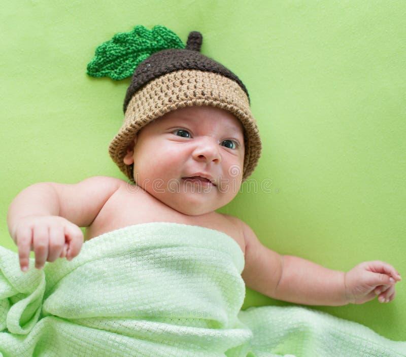 Ребёнок weared в шляпе жолудя стоковое изображение