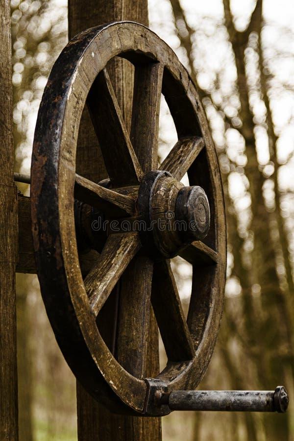 древесина добра фонтана притяжки стоковые изображения rf