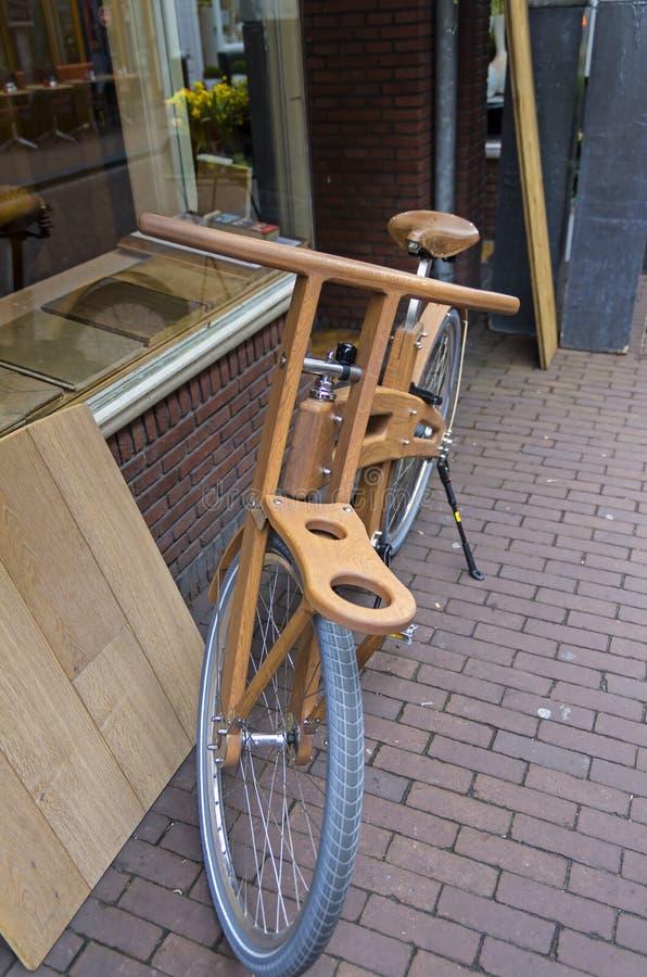 древесина сухих рук велосипеда людская сделанная деревянная стоковые изображения rf