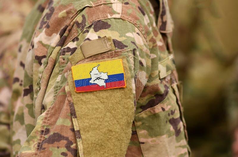 Революционные вооруженные силы страны флага Колумбии на солдатах подготовляют Революционные вооруженные силы страны Колумбии - ко стоковые изображения