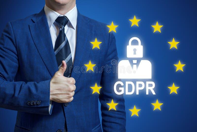 Регулировка защиты данных знака удерживания руки бизнесмена общая Концепция регулировки защиты данных GDPR общая Бизнесмен стоковые изображения rf