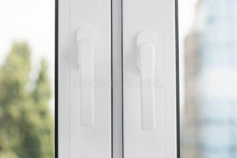 Регулирует конец окна вверх новое окно стоковое изображение rf