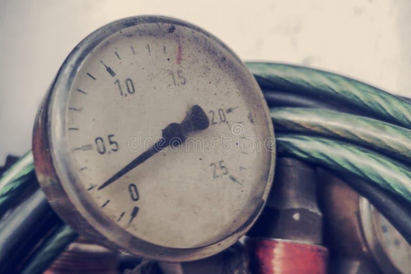 Регулятор давления для сварки газа Устройство для измерения давления кислорода в баллонах стоковые изображения
