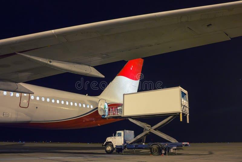 Регулировать еду на самолете стоковые фотографии rf
