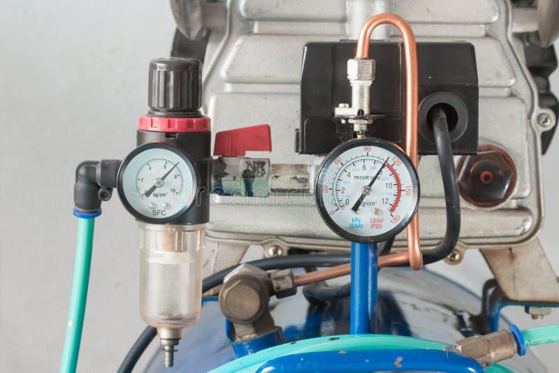Регулятор манометра и воздушного фильтра стоковые изображения rf