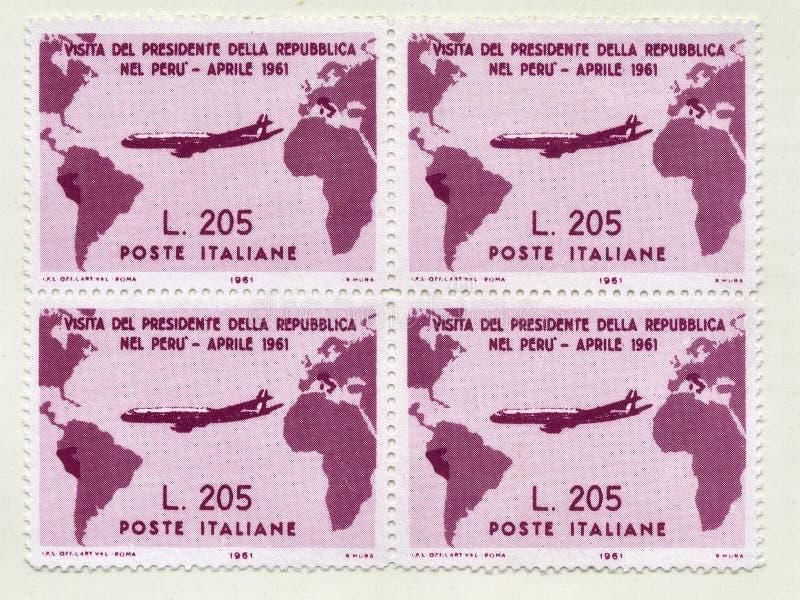 Редкие итальянские печати quatrain стоимости Gronchi розовой 205 лир, чествуют посещение итальянского президента Gronchi к Перу стоковая фотография