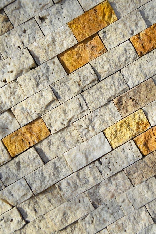 Режущ бежевую мраморную стену, выровнянную вверх стоковое фото rf