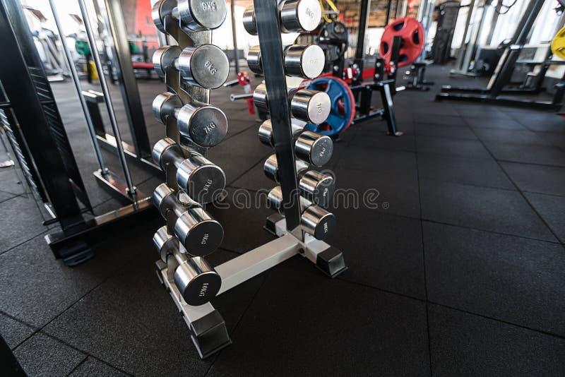 Резвит гантели Гантели в спортзале стоковое изображение rf