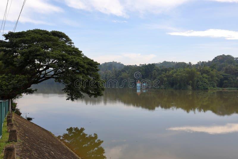 Резервуары и водоснабжение в Шри-Ланке стоковые фото