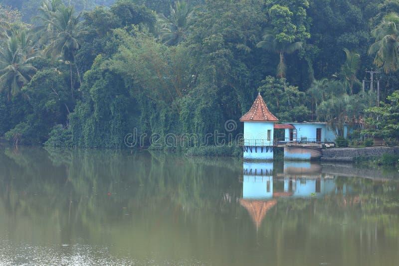 Резервуары и водоснабжение в Шри-Ланке стоковое изображение rf