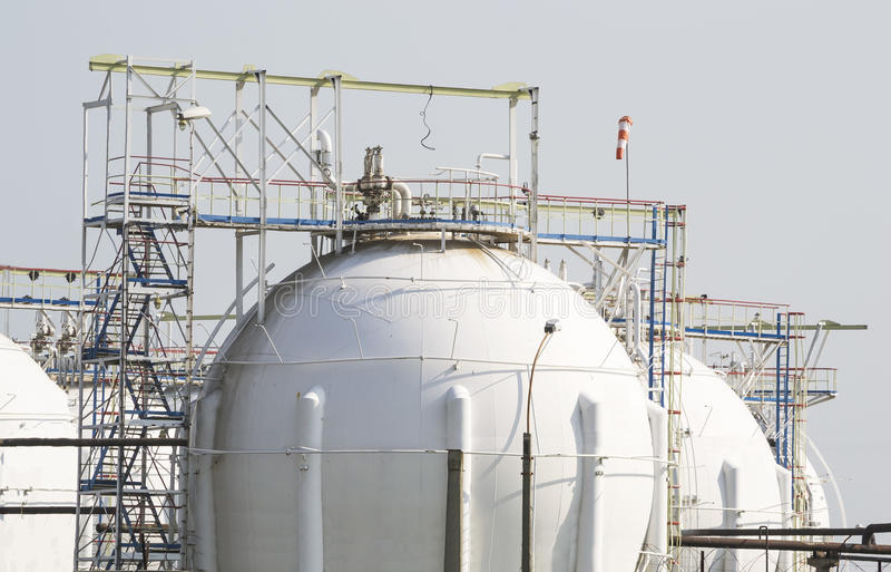 Резервуары природного газа стоковое изображение