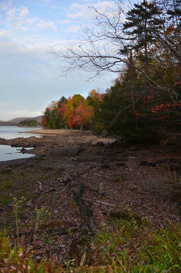 Резервуар Stillwater в Adirondacks во время осени стоковое изображение