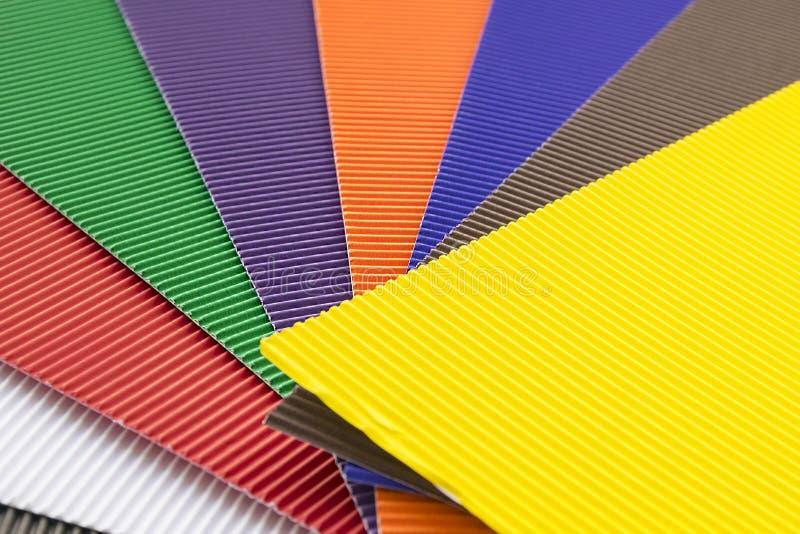 Резиновая текстура красочных циновок или клетчатых крышек на поле стоковые изображения