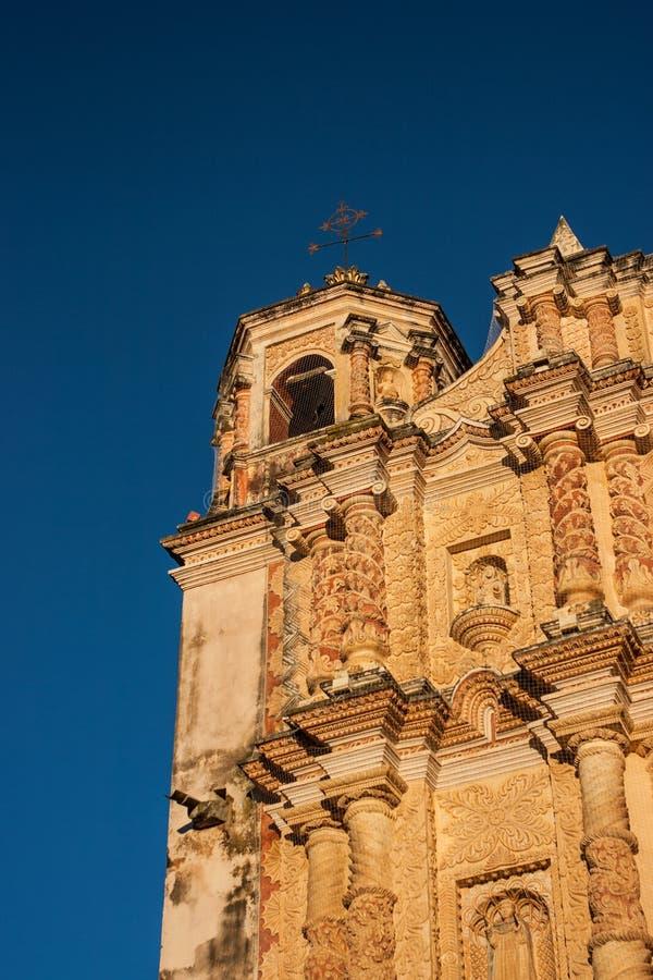 Резное изображение на стороне церков Санто Доминго в Сан Cristo стоковые фото