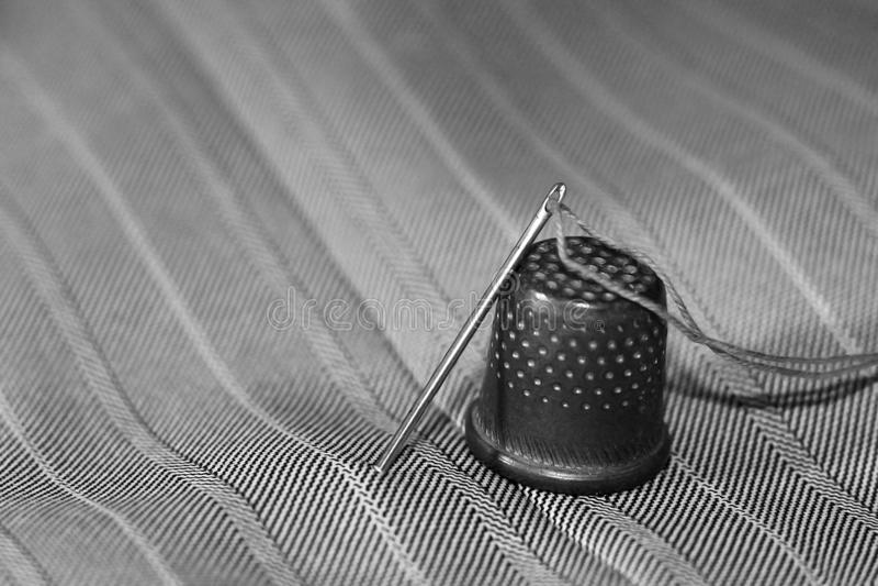 Резьба, игла и кольцо стоковое фото rf