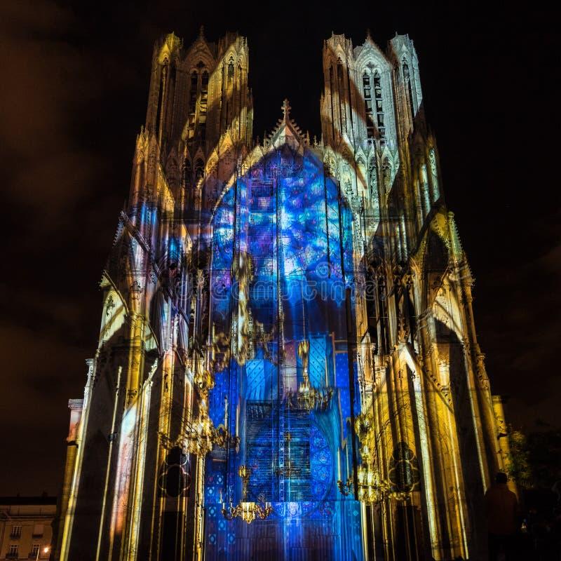 РЕЙМС, FRANCE/EUROPE - 12-ОЕ СЕНТЯБРЯ: Светлая выставка на Реймсе Cathed стоковые изображения